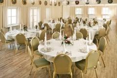 Restaurant_Haandvearkeren_rundeborde-stor-sal